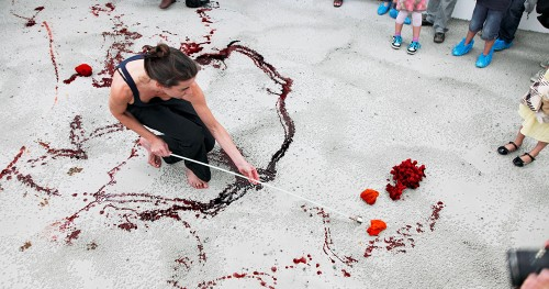 mit-angewinkelten-beinen-kunstmuseum-olten-20126